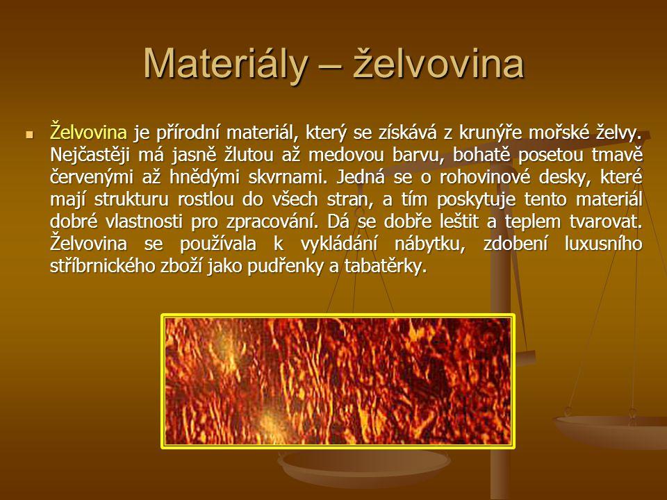 Materiály – želvovina Želvovina je přírodní materiál, který se získává z krunýře mořské želvy. Nejčastěji má jasně žlutou až medovou barvu, bohatě pos