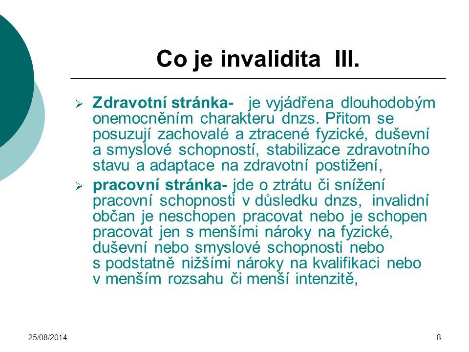 25/08/20148 Co je invalidita III.  Zdravotní stránka- je vyjádřena dlouhodobým onemocněním charakteru dnzs. Přitom se posuzují zachovalé a ztracené f
