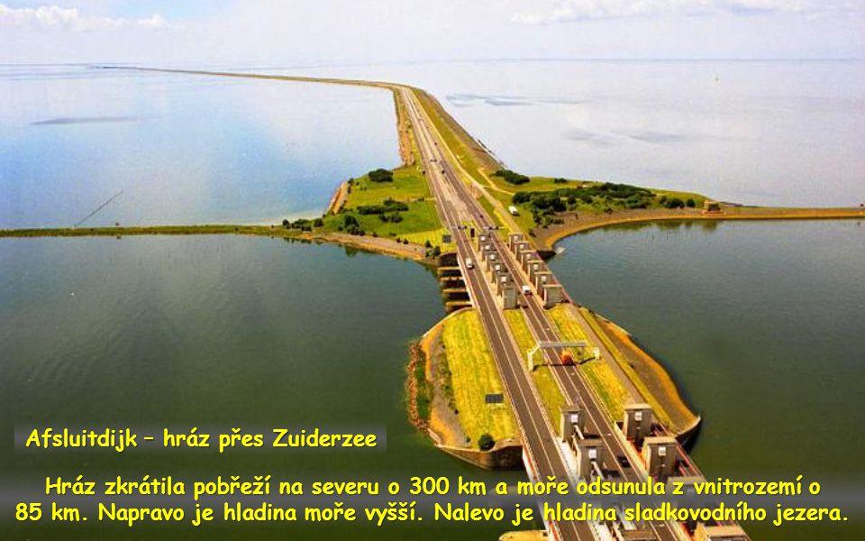 Afsluitdijk hráz přes Zuiderzee spojila pobřeží Fríska s provincií Noord Holland. Je vysoká 7,5 m. Je zde dálnice, cesta pro cyklisty a pro pěší.