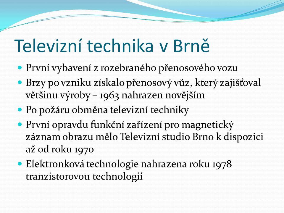 Televizní technika v Brně První vybavení z rozebraného přenosového vozu Brzy po vzniku získalo přenosový vůz, který zajišťoval většinu výroby – 1963 nahrazen novějším Po požáru obměna televizní techniky První opravdu funkční zařízení pro magnetický záznam obrazu mělo Televizní studio Brno k dispozici až od roku 1970 Elektronková technologie nahrazena roku 1978 tranzistorovou technologií