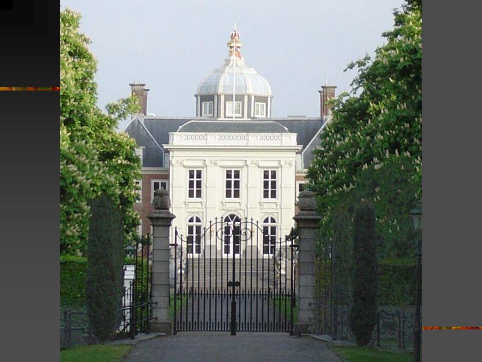 Mauritshuis(Mořicův dům) Obrazárna nizozemského národního muzea V Haagu Nachází se na Korte Vijverberg 8 v klasicistním paláci z roku 1640 V roce 1820 koupil budovu nizozemský stát jako sídlo Královské malířské galerie V roce 1875 celé muzeum bylo přeměněno na galerii, kde se nacházelo přes 200 obrazů Dnes galerie obsahuje více než 800 obrazů od slavných nizozemských malířů především z 17.století