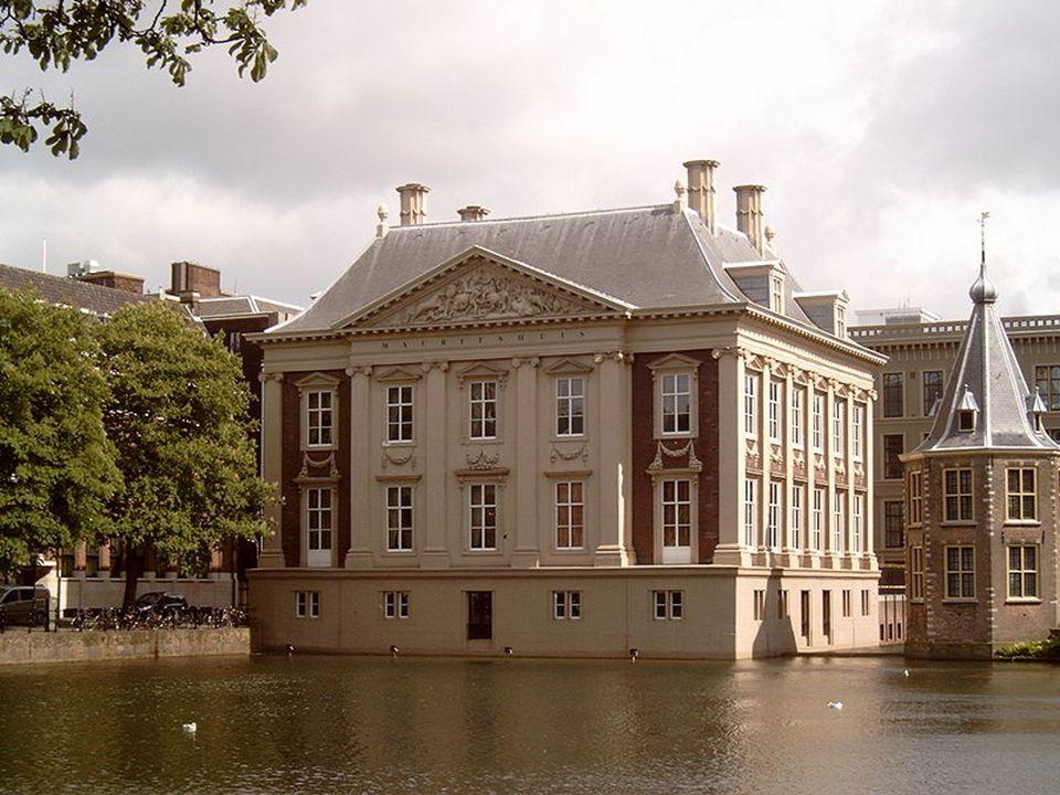Niuewe Kerk(Nový kostel) V Amsterdamu Konají se zde korunovace králů a svatby příslušníků královské rodiny Jako poslední zde byla v roce 1980 korunovace nizozemské současné královny Beatrix a poslední svatba se konala v roce 2002(Vilém Alexandr Oranžský) Nachází se na náměstí Dam vedle Královského paláce Byl zasvěcen sv.Marii a sv.Kateřině V roce 1645 shořel a byl znovu vystavěn v gotickém stylu