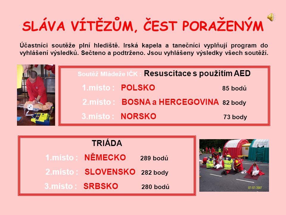 SLÁVA VÍTĚZŮM, ČEST PORAŽENÝM Účastníci soutěže plní hlediště.