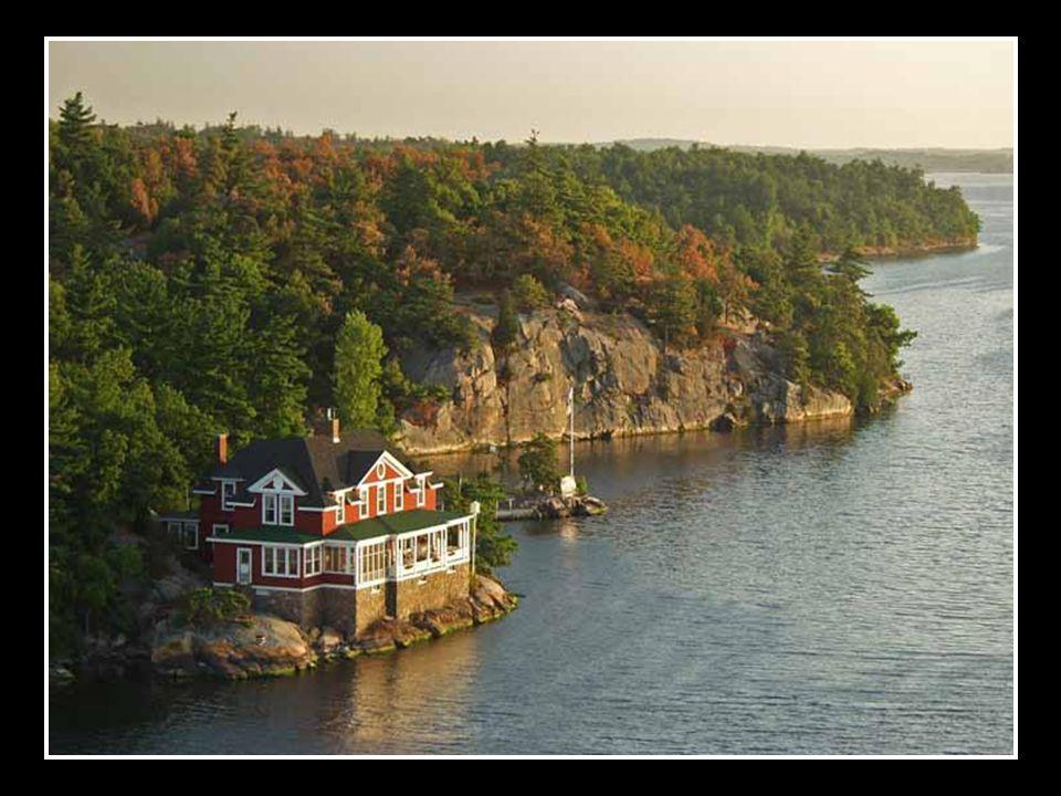 Vlastní řeka vytéká z jezera Ontario, teče k severovýchodu a dlouhým ústím vytéká do zálivu Svatého Vavřince Atlantského oceánu
