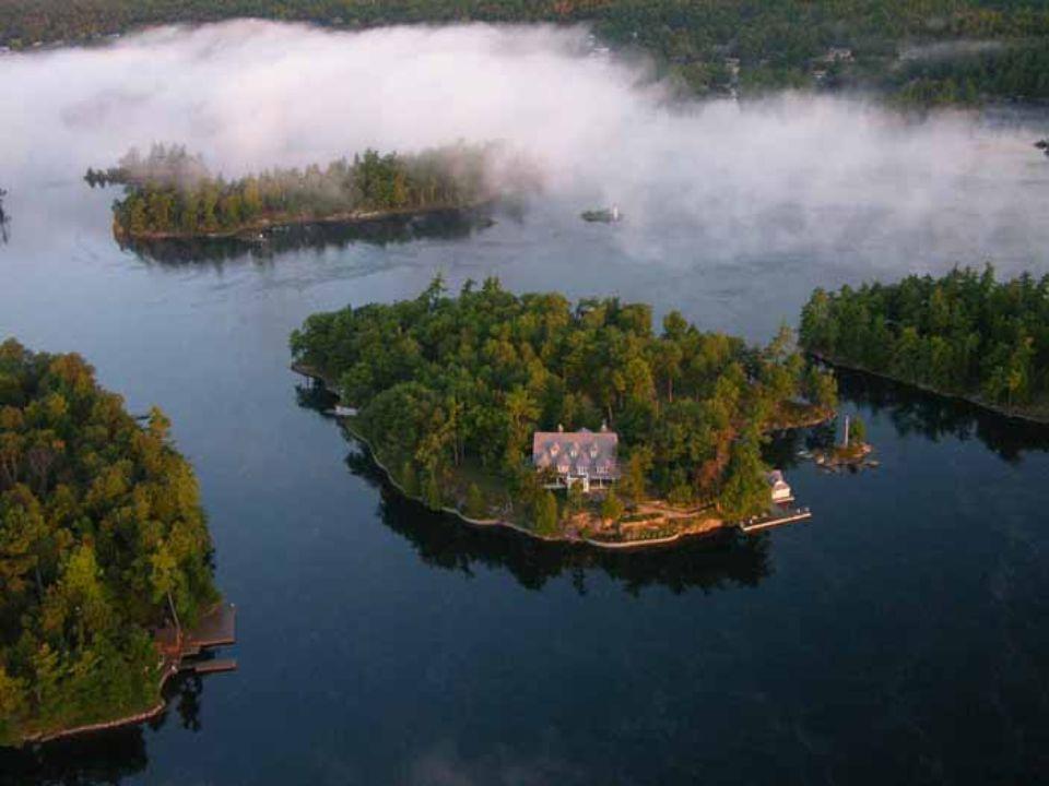 Během plavby se člověk dozví i jiné pohnuté historky ze života na ostrovech.
