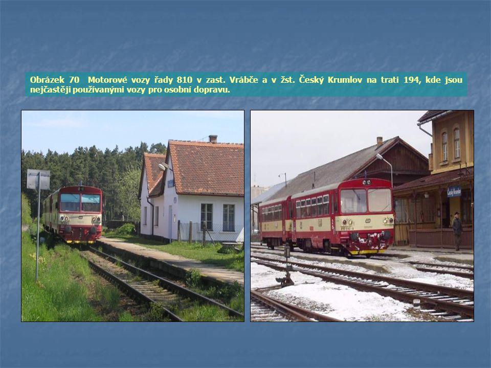 Obrázek 70 Motorové vozy řady 810 v zast. Vrábče a v žst. Český Krumlov na trati 194, kde jsou nejčastěji používanými vozy pro osobní dopravu.