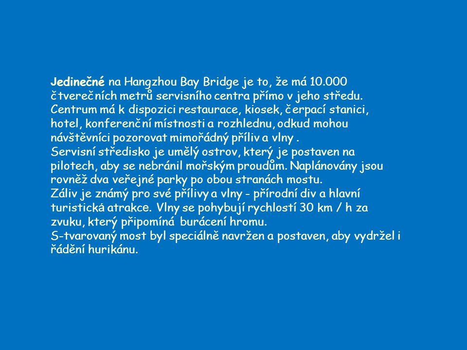 J edinečné na Hangzhou Bay Bridge je to, že má 10.000 čtverečních metrů servisního centra přímo v jeho středu.