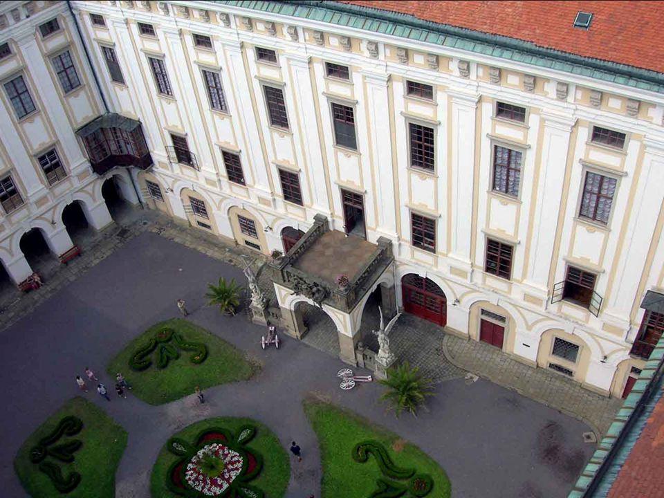 Zámek v Kroměříži a jeho zahrady jsou výjimečně uchovanou ukázkou barokního zámeckého sídla. Nachází se v oblasti Hostýnských vrchů. Do seznamu světov