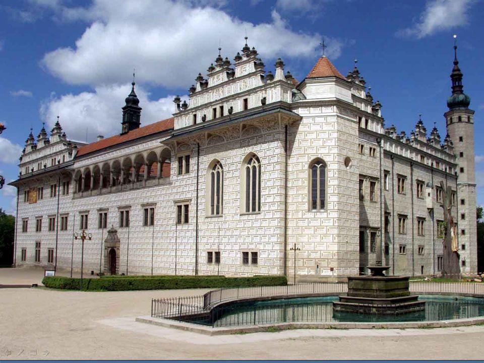 Zámecký areál v Litomyšli je italského stylu. Pochází ze 16. století, o dvě století později byl doplněn pozdně barokními prvky. Je jedinečně dochovaný