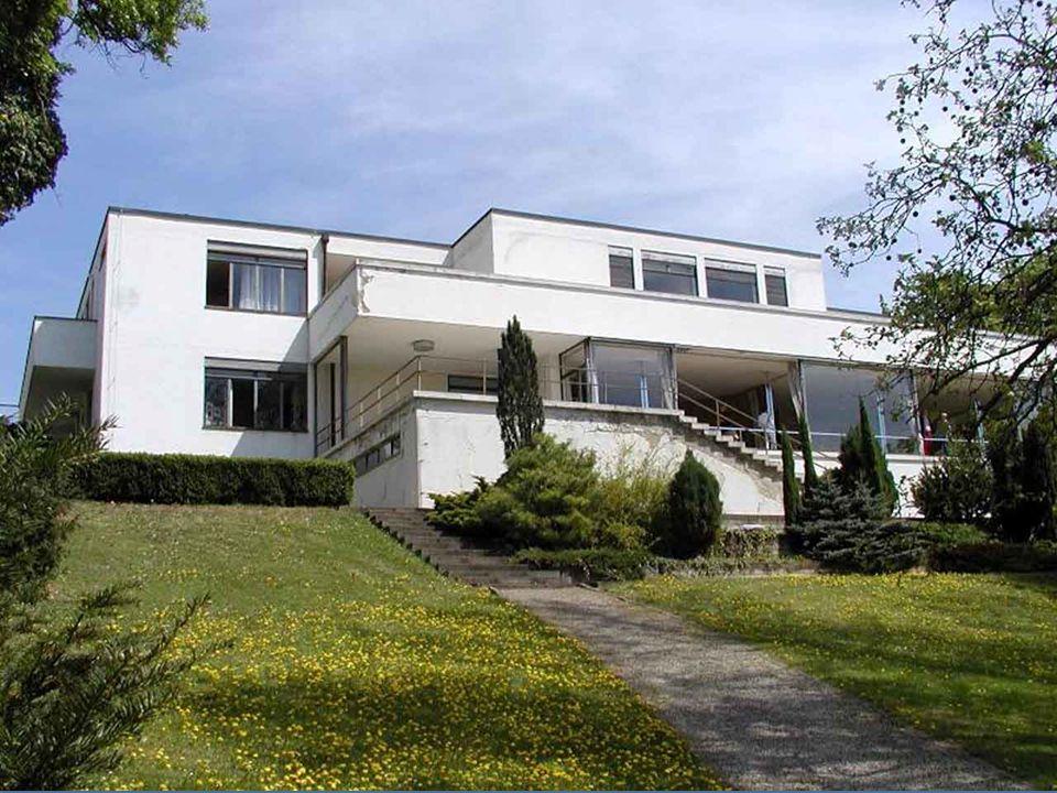 Vila Tugendhat v Brně je jedinečným příkladem meziválečné funkcionalistické architektury. Postavil ji německý architekt Ludwig Miese van der Rohe. Do