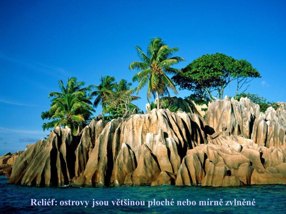 Těží tu : mořskou sůl Pěstují : banány, kokosové ořechy, skořici, vanilku Vyvážejí : ryby, skořici, vanilku, kopr, kokos.
