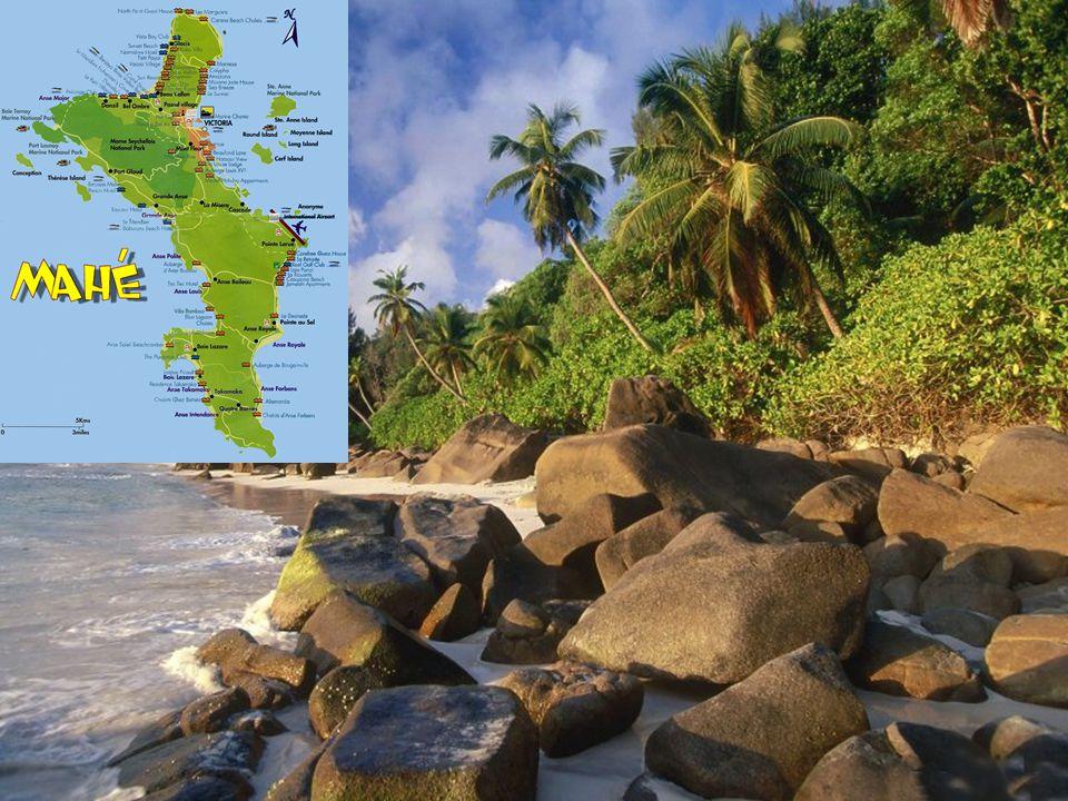 Ostrov Mahé je největší (154 km 2 ) z ostrovů s: hlavním městem Victoria (25 000 obyv.), hlavním městem Victoria (25 000 obyv.), největším mezinárodním letištěm, největším mezinárodním letištěm, nejvyšší horou Morne Seychellios 903 m, nejvyšší horou Morne Seychellios 903 m, největším počtem hotelů, největším počtem hotelů, více než 60 ti plážemi, více než 60 ti plážemi, (Beau Vallon či Anse Royal).