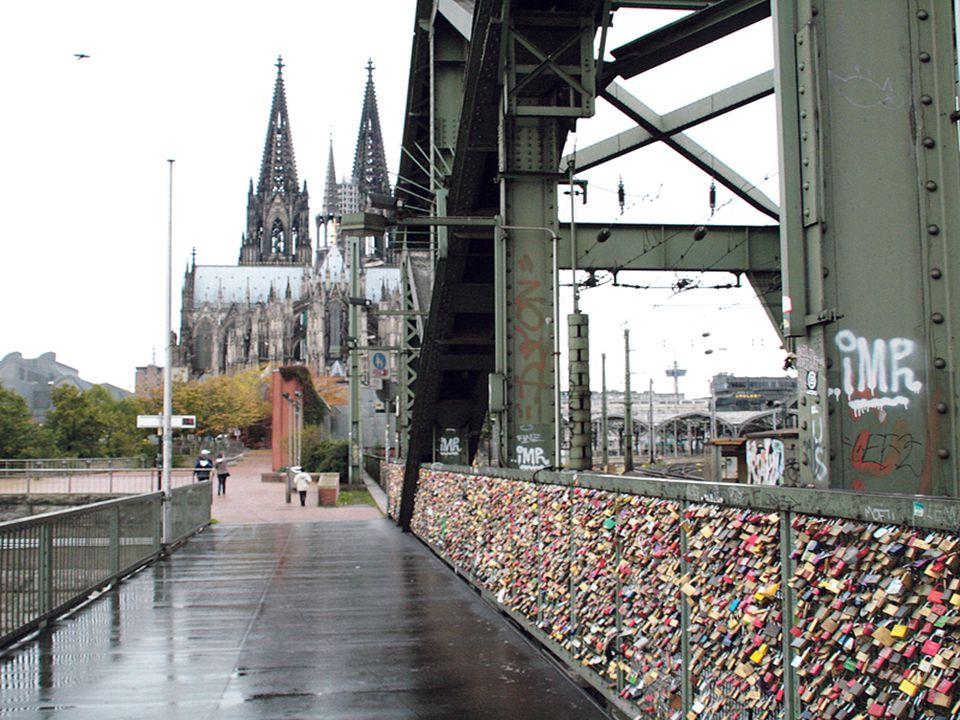 V Kolíně nad Rýnem mají železniční most Hohenzollern.