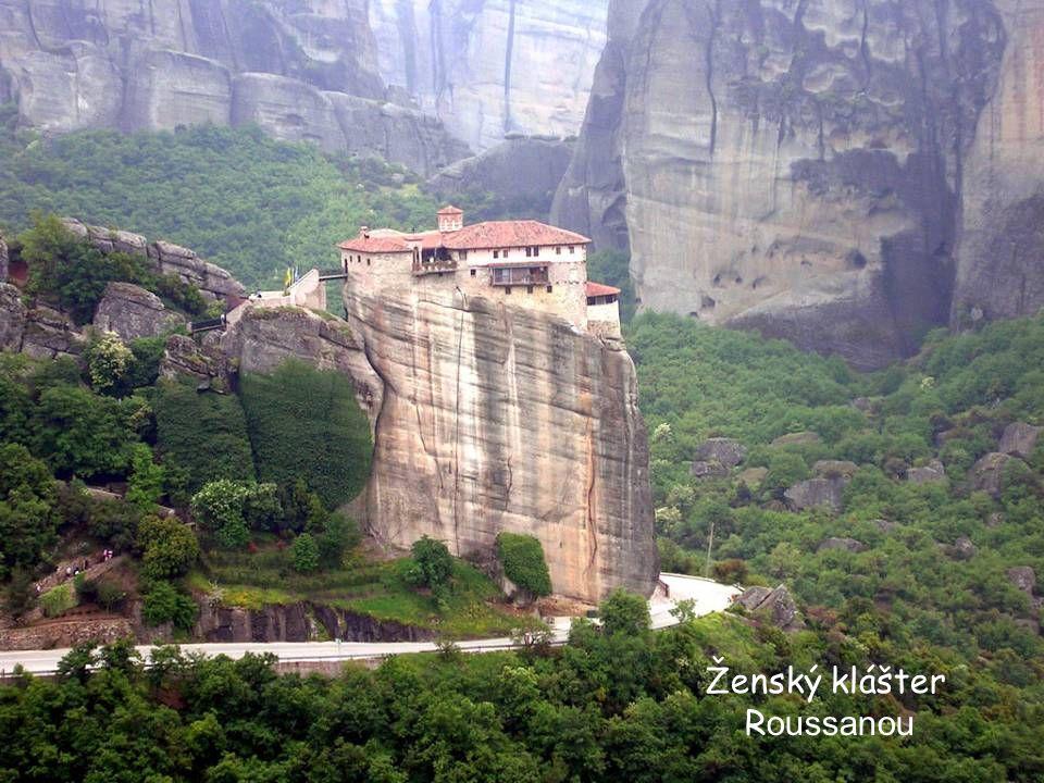 Megalo Meteoron - nejstarší a nejvýš položený klášter (632 m). Pochází z 60. let 14. století. Cesta k němu vede nejprve po mostě přes rokli, potom po