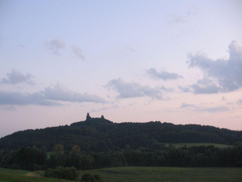 Jaký by to byl pobyt v ráji, kdybychom opominuli poznat nejprve jeho dominantu, známou zříceninu hradu Trosky.