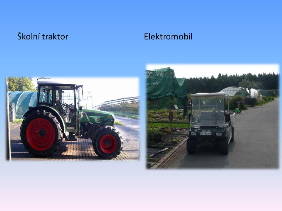 Školní traktorElektromobil