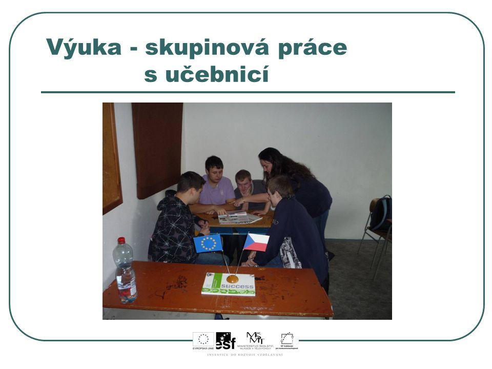 Výuka - skupinová práce s učebnicí