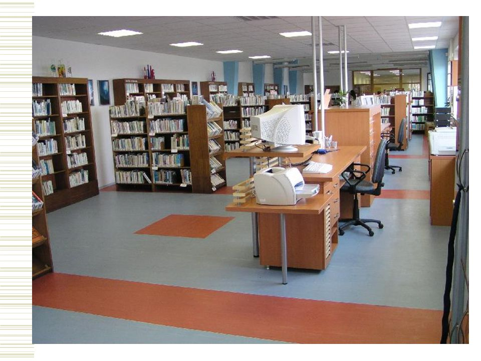 5. Provoz knihovny  4 dny v týdnu: pondělí a čtvrtek 9 – 12 hod. a 13 – 18 hod., úterý a středa 13 – 18 hod.  3 zaměstnanci  registrovaní uživatelé