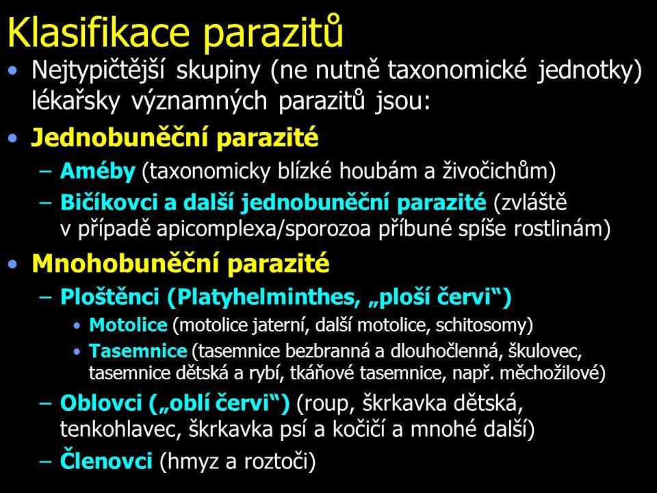 Klasifikace parazitů Nejtypičtější skupiny (ne nutně taxonomické jednotky) lékařsky významných parazitů jsou: Jednobuněční parazité –Améby (taxonomick