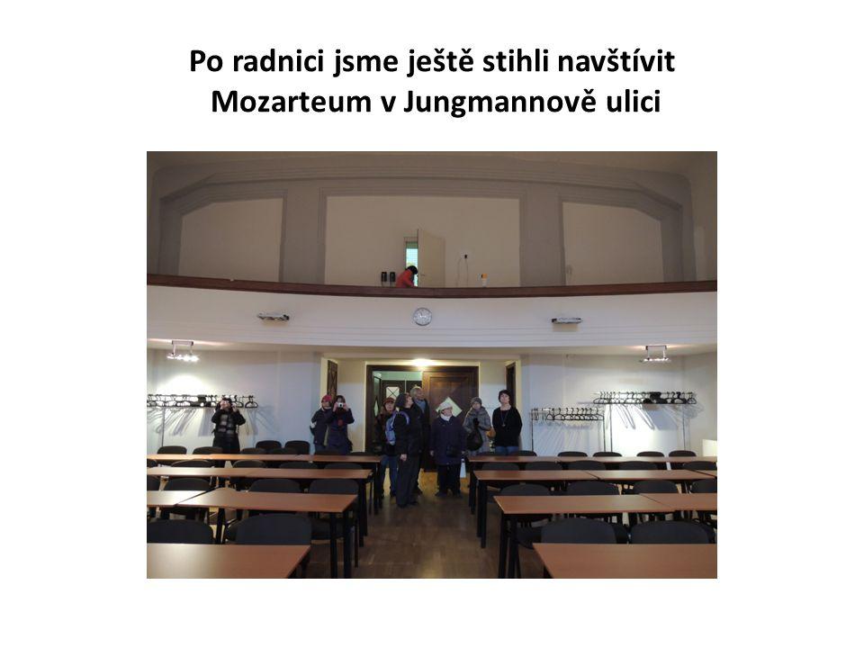 Po radnici jsme ještě stihli navštívit Mozarteum v Jungmannově ulici
