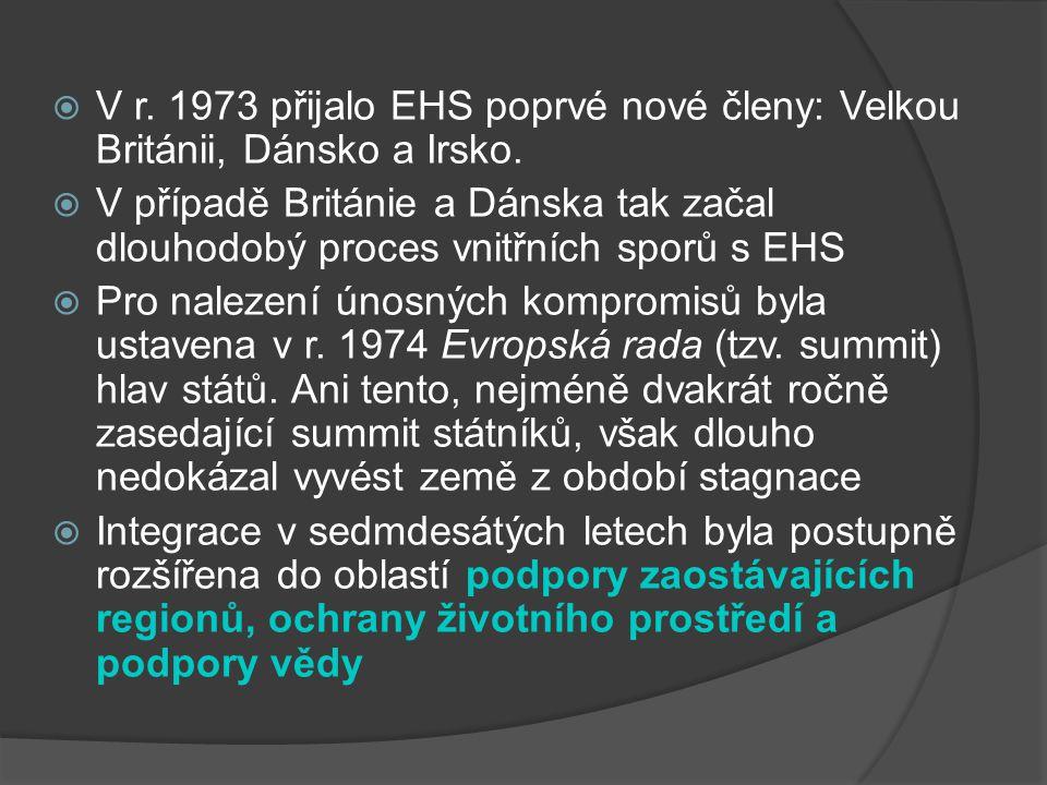 V r. 1973 přijalo EHS poprvé nové členy: Velkou Británii, Dánsko a Irsko.  V případě Británie a Dánska tak začal dlouhodobý proces vnitřních sporů