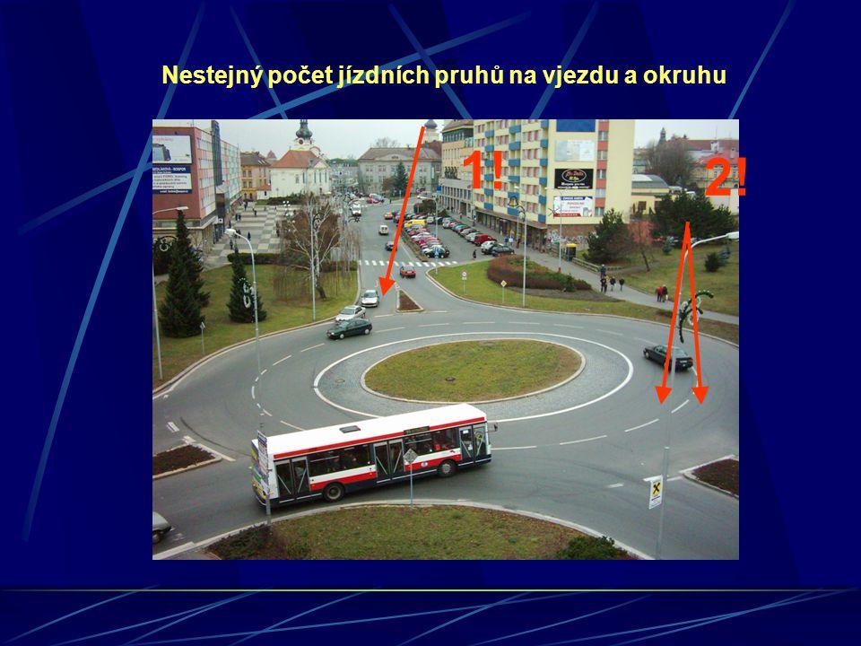 1! 2! Nestejný počet jízdních pruhů na vjezdu a okruhu
