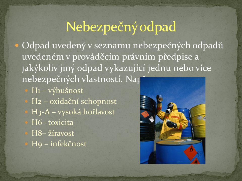 Odpad uvedený v seznamu nebezpečných odpadů uvedeném v prováděcím právním předpise a jakýkoliv jiný odpad vykazující jednu nebo více nebezpečných vlastností.