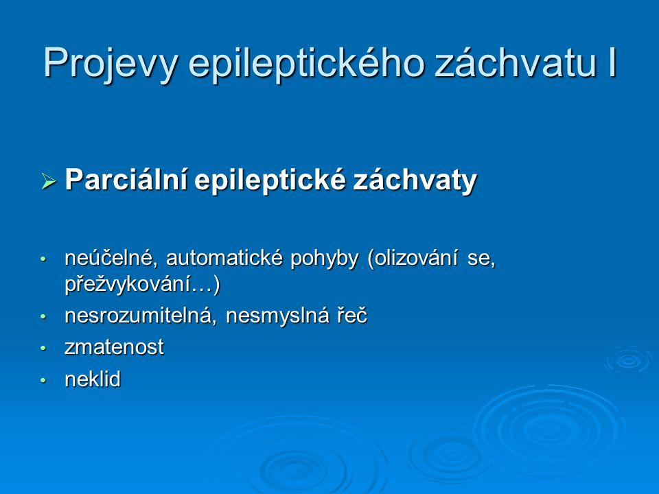 Projevy epileptického záchvatu II  Generalizovaný epileptický záchvat ztráta vědomí ztráta vědomí chrčivé dýchání / zástava dechu chrčivé dýchání / zástava dechu zmodrání zmodrání pěna u úst pěna u úst záškuby končetin záškuby končetin tzv.,, oči v sloup '' tzv.,, oči v sloup ''