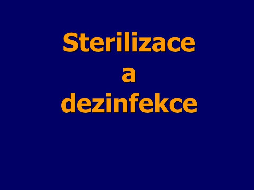 Druhy chemických látek s dezinfekčním působením Podle chemické struktury se dezinfekční přípravky dělí na: Podle chemické struktury se dezinfekční přípravky dělí na: – sloučeniny těžkých kovů (stříbra, mědi, cínu, rtuti), síry, dusíku, fosforu, boru –alkoholy a étery (metanol, etanol, propanol, butanol, vícemocné alkoholy - glykoly, glycerol, éter) –aldehydy (formaldehyd, glutaraldehyd, acetal) –cyklické sloučeniny (např.