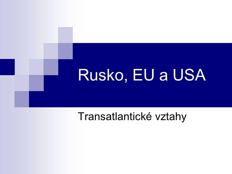 EU, USA a Rusko Neexistuje společná strategie EU a USA k Rusku, ale v mnohým otázkách se překrývají a doplňují Společná priorita: stabilní Rusko = stabilní mezinárodní systém EU: důraz na hospodářskou dimenzi vztahů (hlavně energetika), ale i politickou (občanská práva a svobody), institucionalizace vztahů USA: důraz na bezpečnost, nízká institucionalizace vztahů Rusko: EU a USA = zdroj financí, investic, nových technologií a know-how