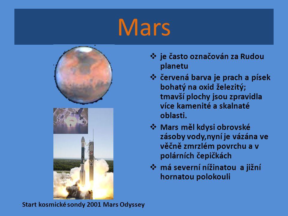 Mars  je často označován za Rudou planetu  červená barva je prach a písek bohatý na oxid železitý; tmavší plochy jsou zpravidla více kamenité a skal