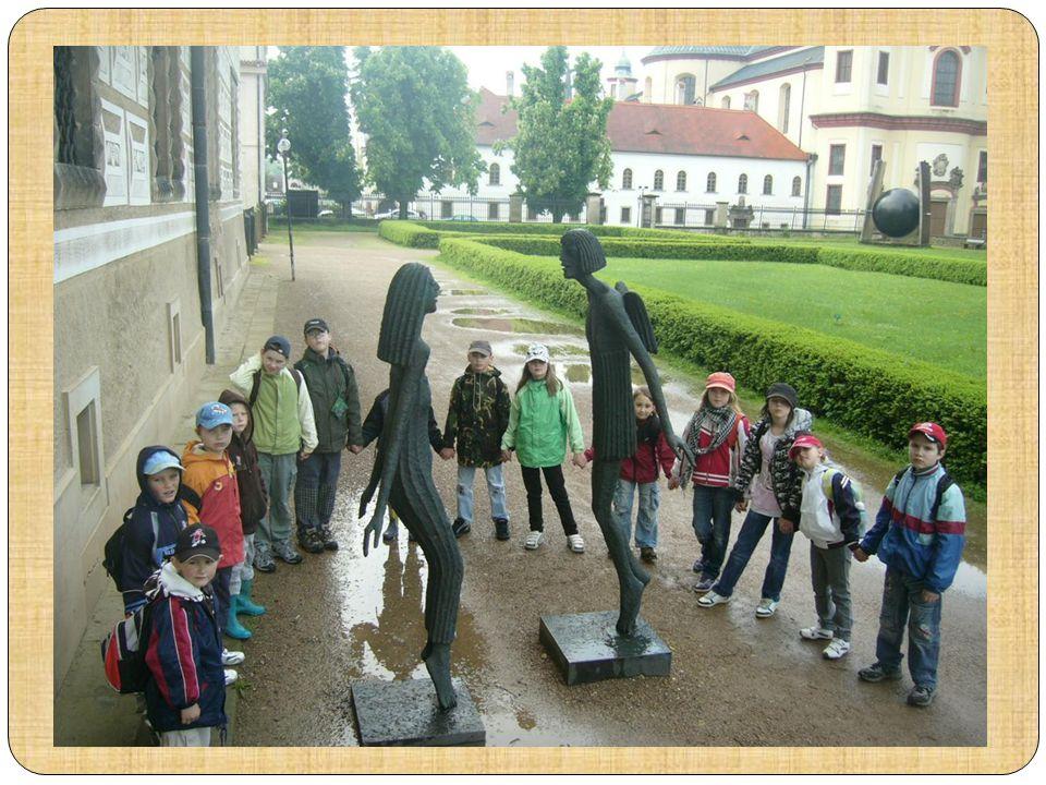 Moderní umění v zahradě litomyšlského zámku bylo prostě super.
