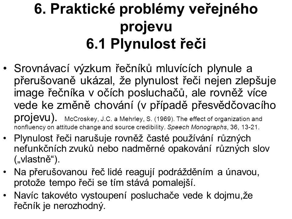 6. Praktické problémy veřejného projevu 6.1 Plynulost řeči Srovnávací výzkum řečníků mluvících plynule a přerušovaně ukázal, že plynulost řeči nejen z
