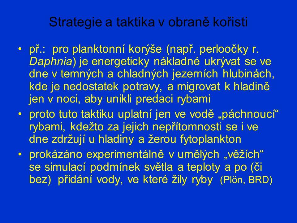 Strategie a taktika v obraně kořisti Mezi strategie založené na dočasné nebo trvalé změně populačních parametrů patří: posun v rámci r-K kontinua životních strategií, např.