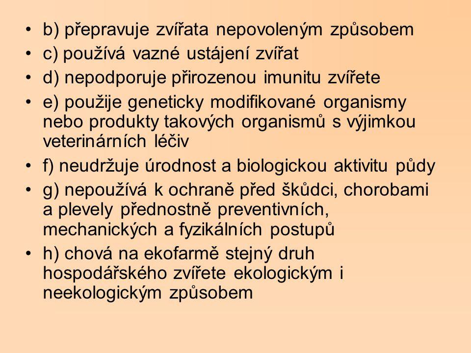 b) přepravuje zvířata nepovoleným způsobem c) používá vazné ustájení zvířat d) nepodporuje přirozenou imunitu zvířete e) použije geneticky modifikovan