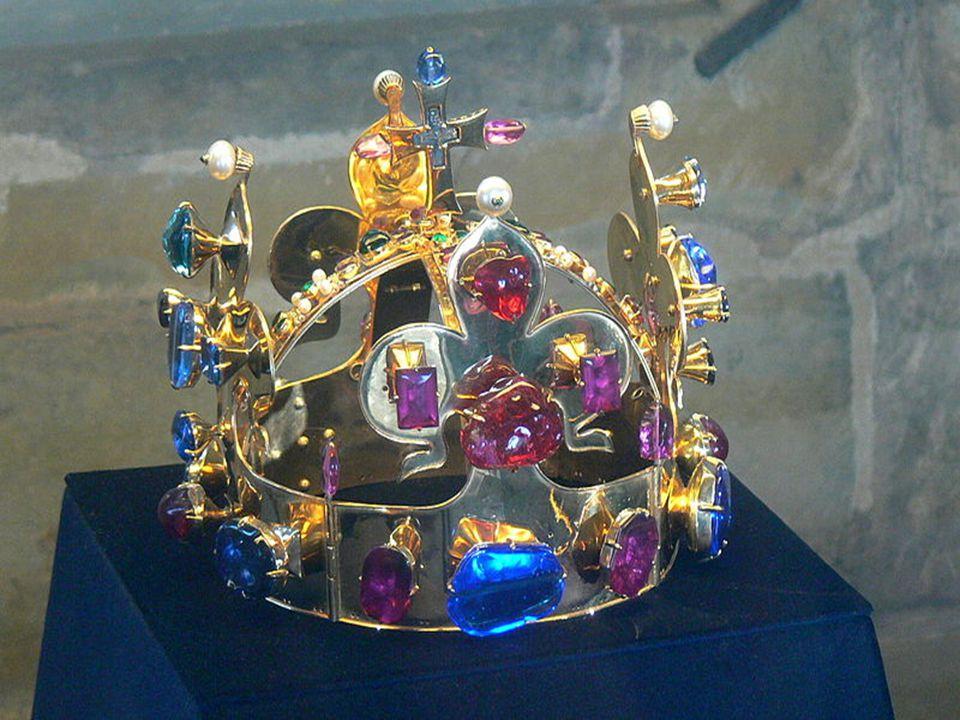  Je to plochá zlatá čelen- ka skládající se ze 4 dílů ve tvaru lilií, na vrcholku opatřená křížkem ukrýva- jící prý trn z Kristovy ko- runy.