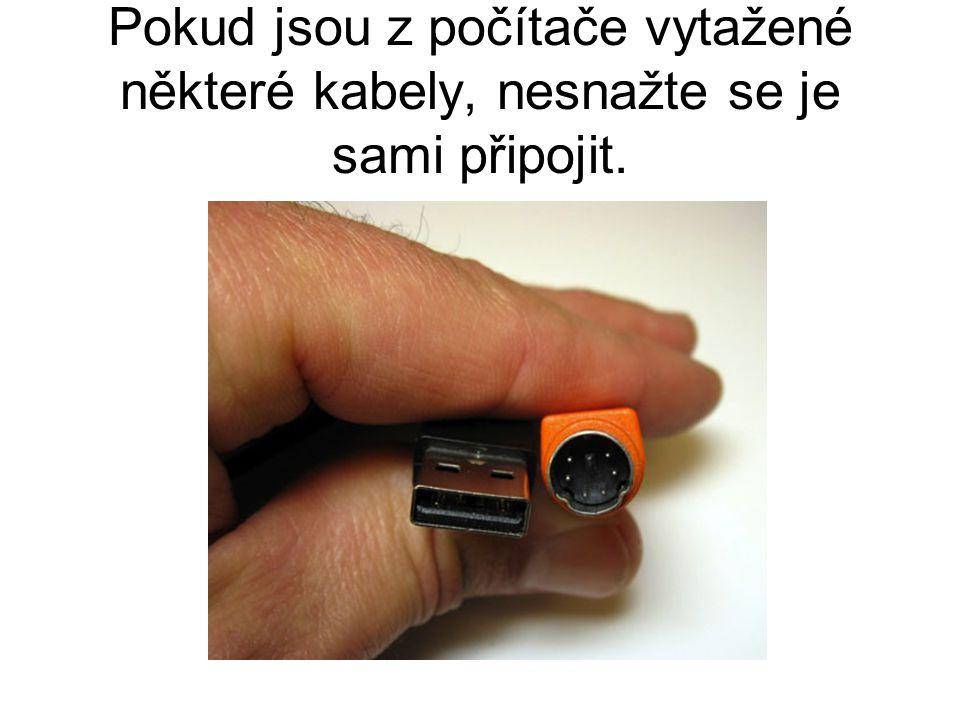 Pokud jsou z počítače vytažené některé kabely, nesnažte se je sami připojit.