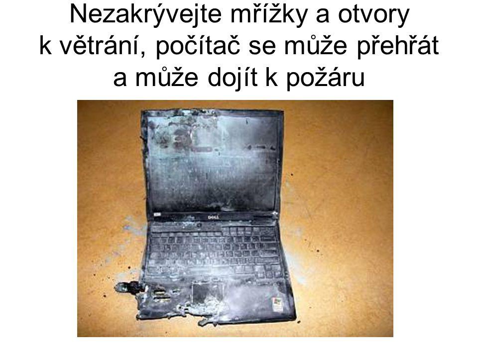 Nezakrývejte mřížky a otvory k větrání, počítač se může přehřát a může dojít k požáru