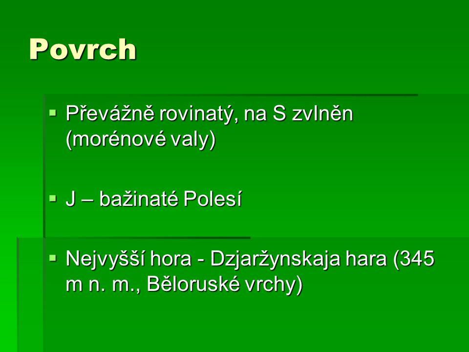Povrch  Převážně rovinatý, na S zvlněn (morénové valy)  J – bažinaté Polesí  Nejvyšší hora - Dzjaržynskaja hara (345 m n.