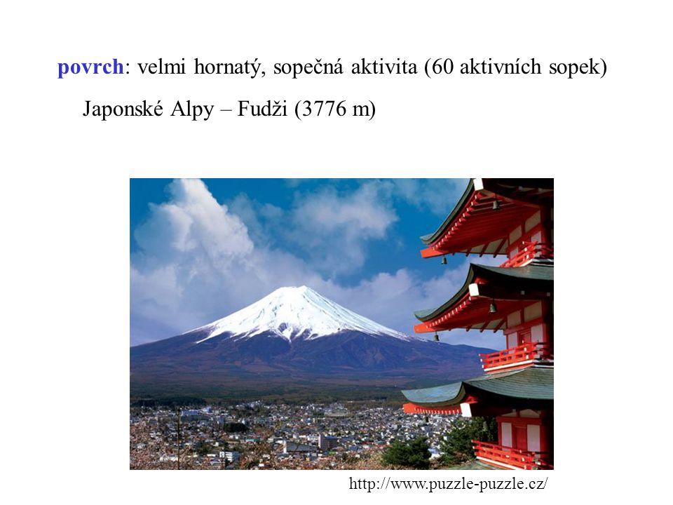 Japonsko je na hranici tří tektonických desek vytváří tzv.
