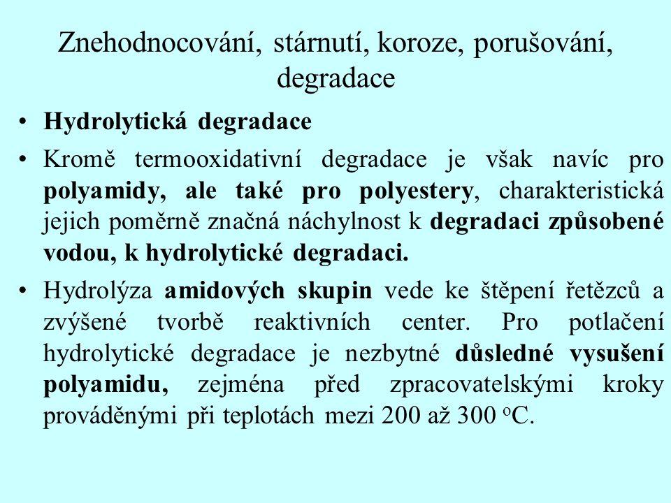 Znehodnocování, stárnutí, koroze, porušování, degradace Hydrolytická degradace Kromě termooxidativní degradace je však navíc pro polyamidy, ale také p