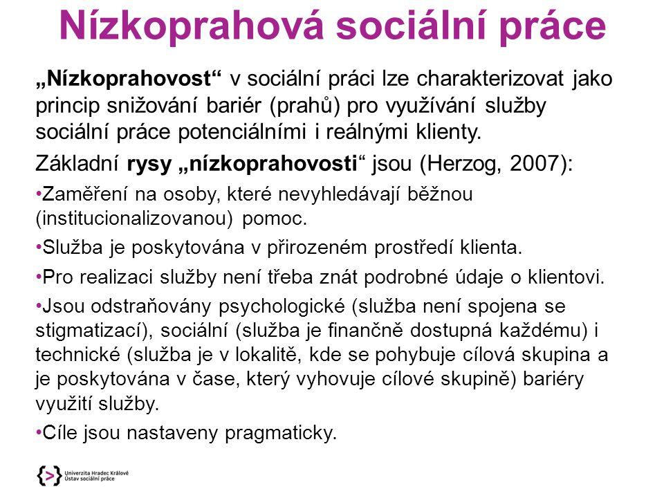 """Nízkoprahová sociální práce """"Nízkoprahovost"""" v sociální práci lze charakterizovat jako princip snižování bariér (prahů) pro využívání služby sociální"""