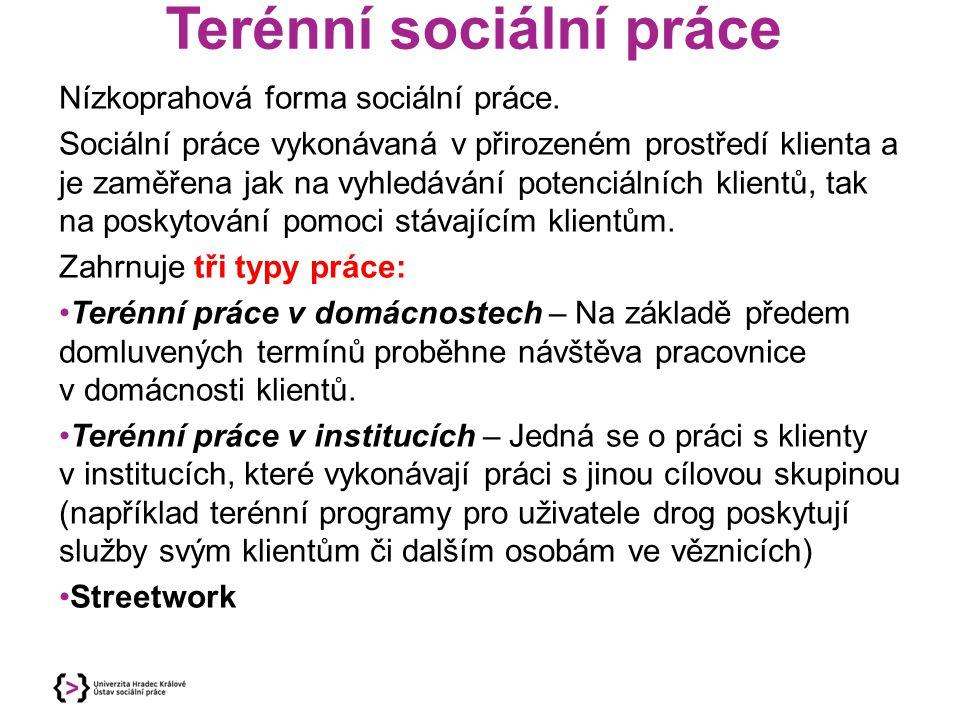 Terénní sociální práce Nízkoprahová forma sociální práce. Sociální práce vykonávaná v přirozeném prostředí klienta a je zaměřena jak na vyhledávání po