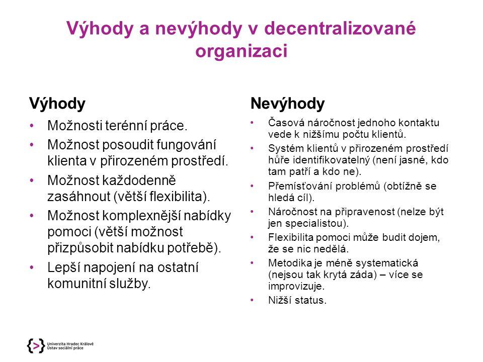 Výhody a nevýhody v decentralizované organizaci Výhody Možnosti terénní práce. Možnost posoudit fungování klienta v přirozeném prostředí. Možnost každ
