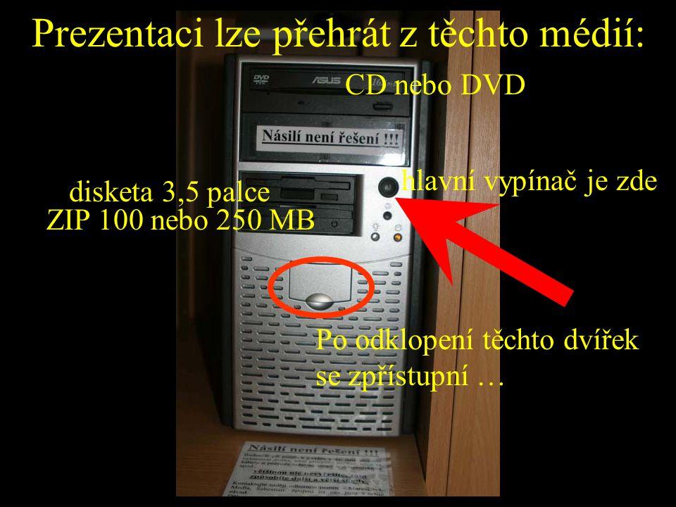 Prezentaci lze přehrát z těchto médií: CD nebo DVD ZIP 100 nebo 250 MB disketa 3,5 palce hlavní vypínač je zde Po odklopení těchto dvířek se zpřístupn