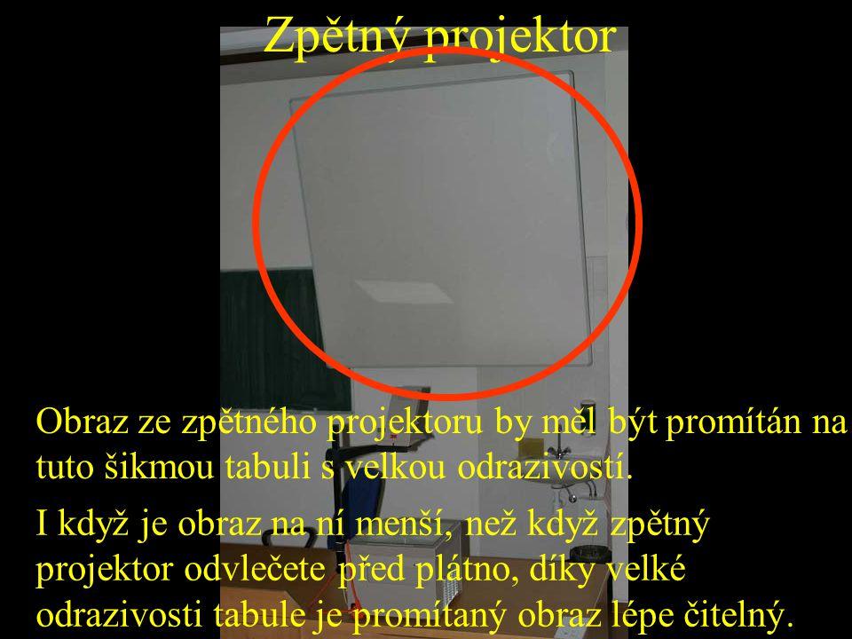 Zpětný projektor Obraz ze zpětného projektoru by měl být promítán na tuto šikmou tabuli s velkou odrazivostí. I když je obraz na ní menší, než když zp