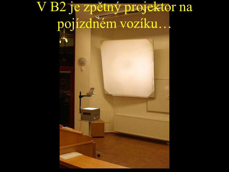 V B2 je zpětný projektor na pojízdném vozíku…