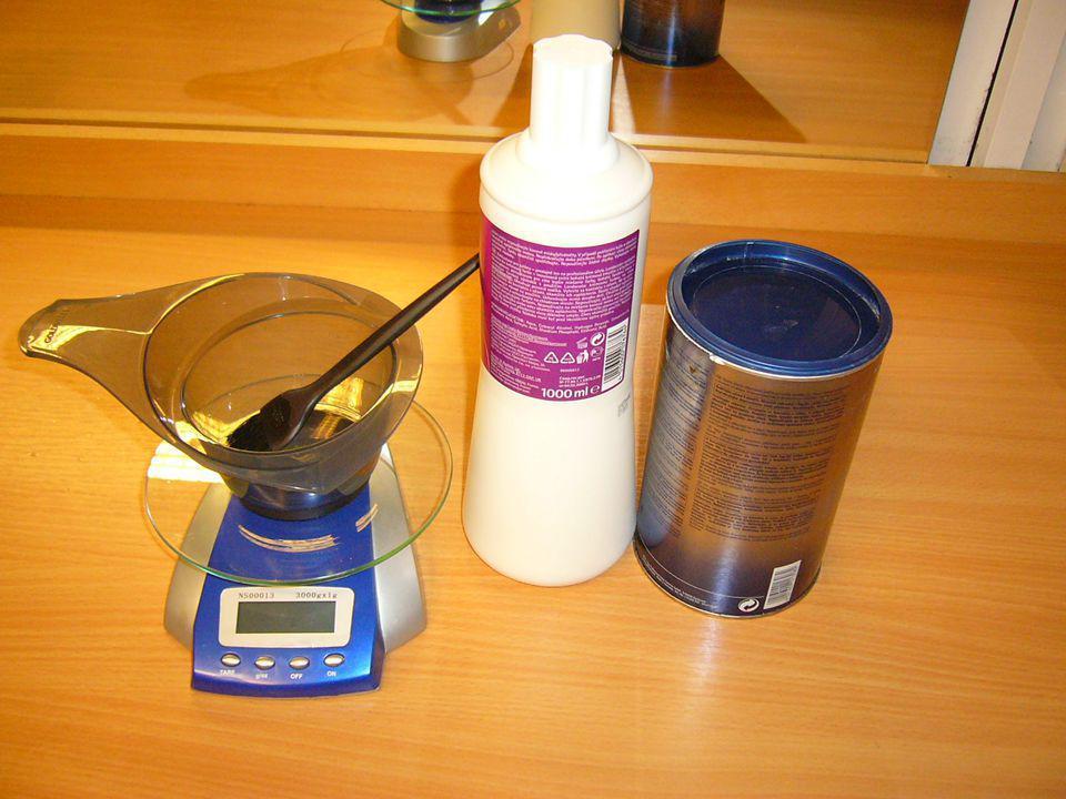 Příprava BARVY POTŘEBNÉ MNOŽSTVÍ BARVY SE SMÍSÍ S ODPOVÍDAJÍCÍM MNOŽSTVÍM PEROXIDU VODÍKU H2O2 3% – 12% Pro barvení vlasů bez zesvětlení se obvykle připravuje barva 4 – 6% H2O2 V POMĚRU 1:1