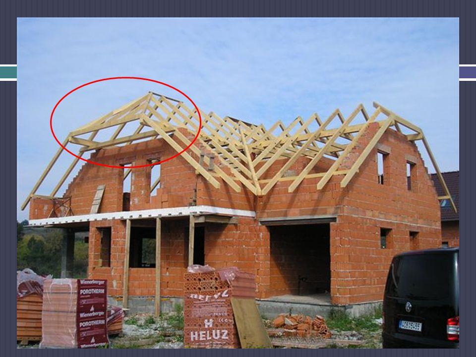 ŘEŠENÍ SLOŽITĚJŠÍCH STŘECH Napojení střech na sebe řešíme pomocí nárožních a úžlabních krokví - důležité je určit výškové napojení střešních rovin na sebe (podle rozpětí jednotlivých částí střechy - nárožní a úžlabní krokve musí mít větší rozměry, většinou o 20 mm než běžné krokve