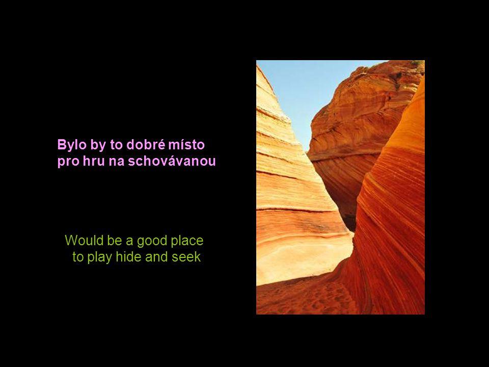 This place near the Arizona-Utah border is called wave It is a paradise for photographers Toto místo poblíž hranice Arizony a Utahu je nazýváno vlny.